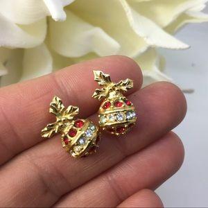 🎄Avon vintage stud earrings festive ornament